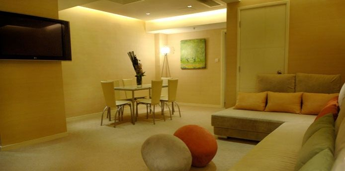 The Yellow Two-bedroom Suite – Dining Room